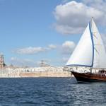 Monopoli e Polignano a Mare a bordo di un caicco turco tra le calette lungo la costa dei trulli