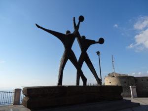 Monumento_marinai_Taranto (1)